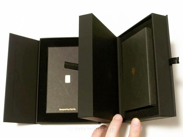 COLORFLY U8の内箱を開いた画像2