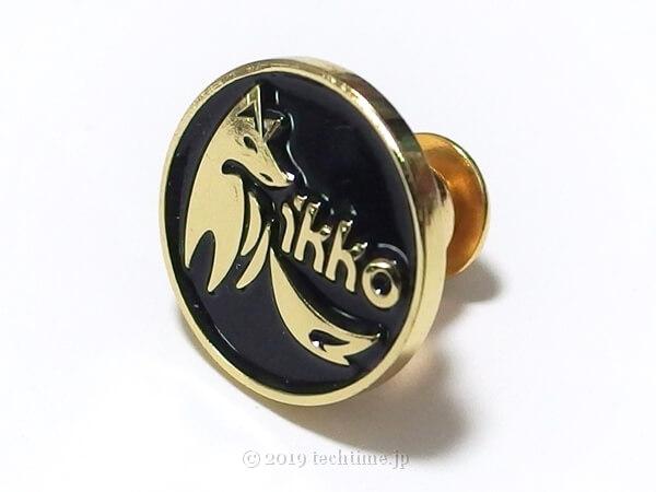 IKKO OH10 Obsidianに付属のキツネ柄のピンバッジの画像