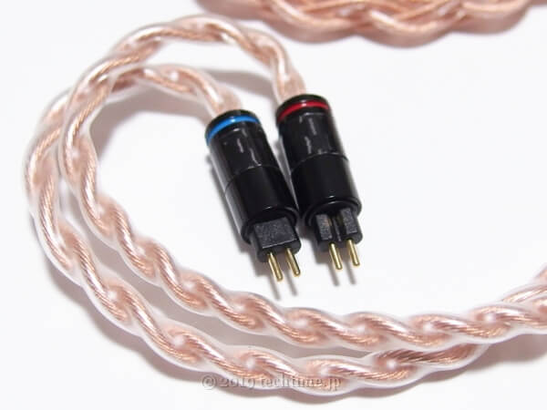4芯OFHCケーブル『NICEHCK GCT4』の2pinコネクターの白背景画像