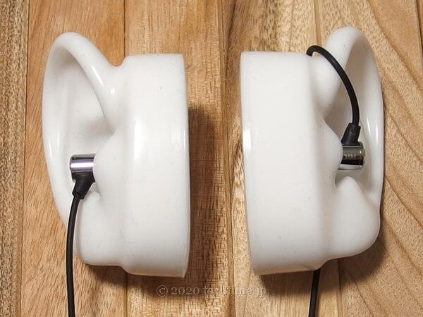 NICEHCK X49を耳モデルに装着した状態の画像(正面側)