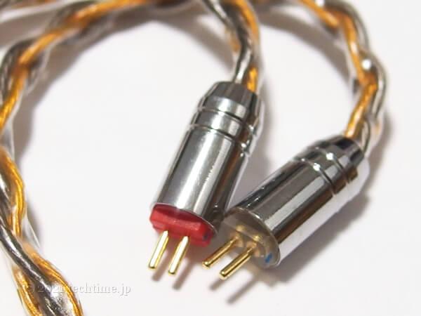 8芯銀メッキと高純度銅ミックスケーブル『NICEHCK C8-1』の2pinコネクターの白背景画像