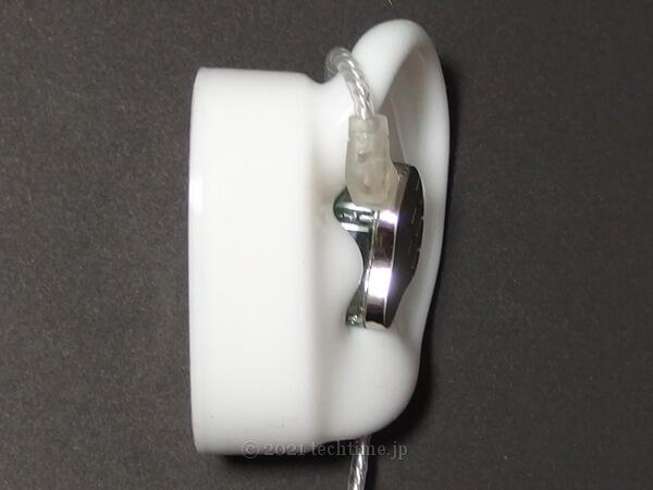 KBEAR Larkをシリコン耳モデルに装着した画像2