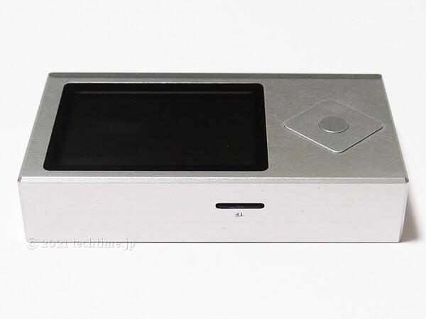 Zishan Z4のmicroSDスロット側の側面の白背景画像