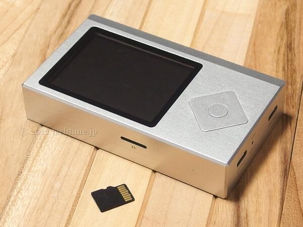Zishan Z4とmicroSDカードの画像